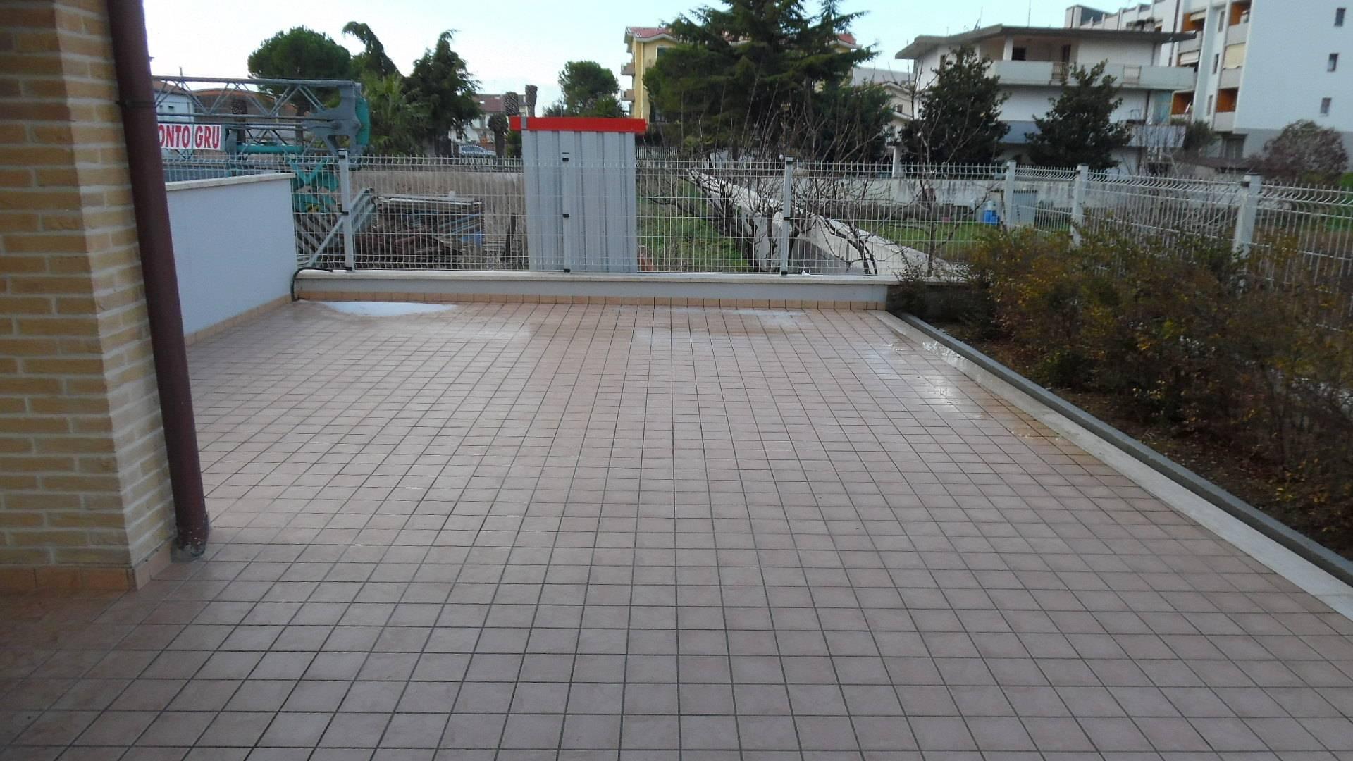 Appartamento in vendita a Monteprandone, 4 locali, zona Zona: Centobuchi, prezzo € 155.000 | CambioCasa.it