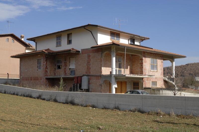 Villa in vendita a L'Aquila, 5 locali, zona Zona: Coppito, prezzo € 320.000 | CambioCasa.it