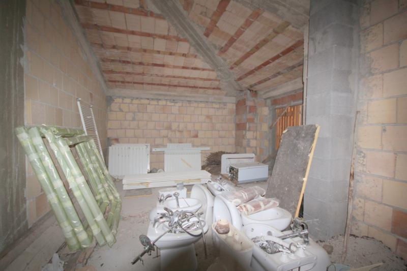 Appartamento in vendita a Pizzoli, 4 locali, zona Località: BivioPizzoli, prezzo € 55.000 | CambioCasa.it