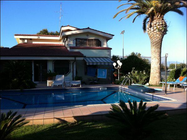 Villa in vendita a Nettuno, 12 locali, zona Zona: Zucchetti, prezzo € 599.000 | Cambio Casa.it