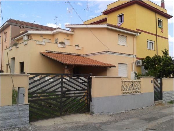 Villa in vendita a Nettuno, 6 locali, zona Località: SanGiacomo, prezzo € 180.000 | Cambio Casa.it