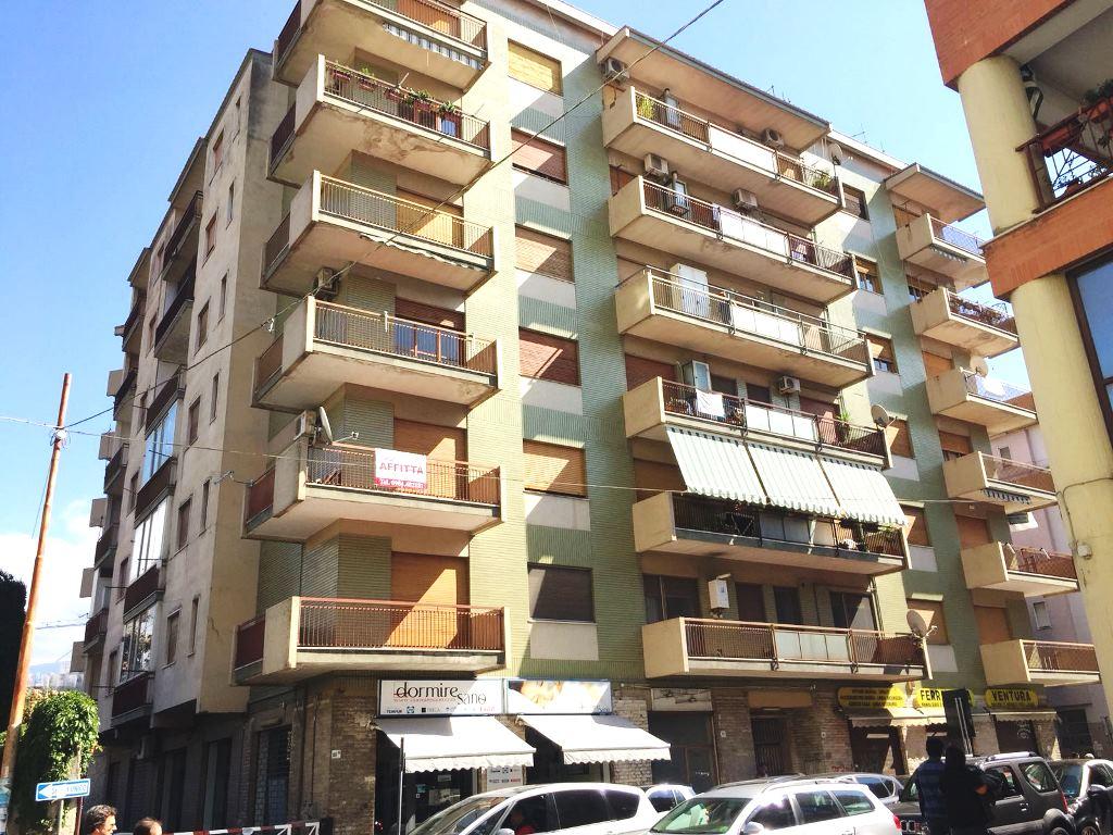 Appartamento in affitto a Cosenza, 5 locali, zona Località: ViaXXIVMaggio, prezzo € 600 | CambioCasa.it