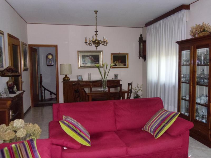 Villa in vendita a Villorba, 10 locali, zona Zona: Castrette, prezzo € 260.000   Cambio Casa.it