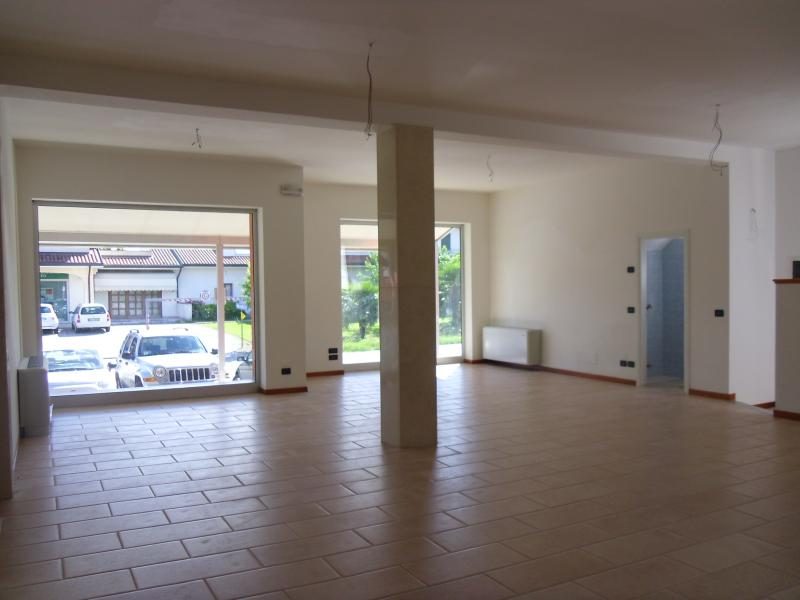 Negozio / Locale in affitto a Ponzano Veneto, 9999 locali, zona Località: Paderno, prezzo € 1.500 | Cambio Casa.it