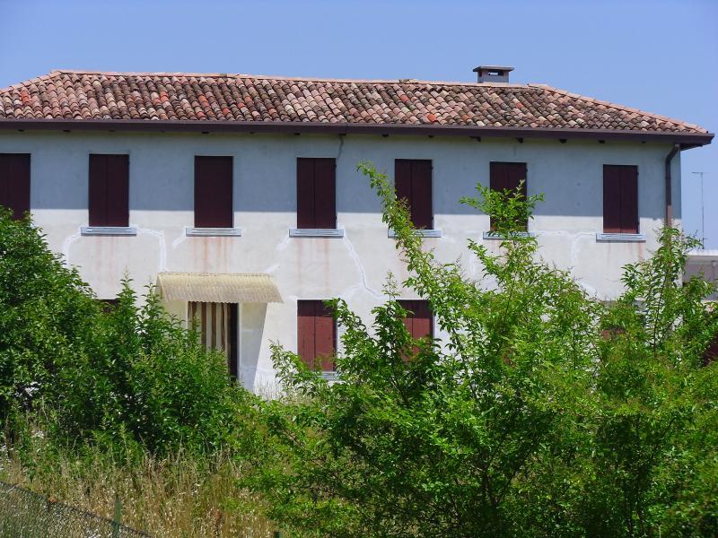 Villa in vendita a Villorba, 10 locali, zona Zona: Catena, prezzo € 240.000 | CambioCasa.it