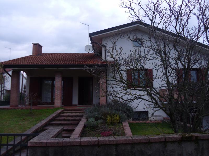 Villa in vendita a Villorba, 14 locali, zona Località: Centro, prezzo € 360.000 | CambioCasa.it