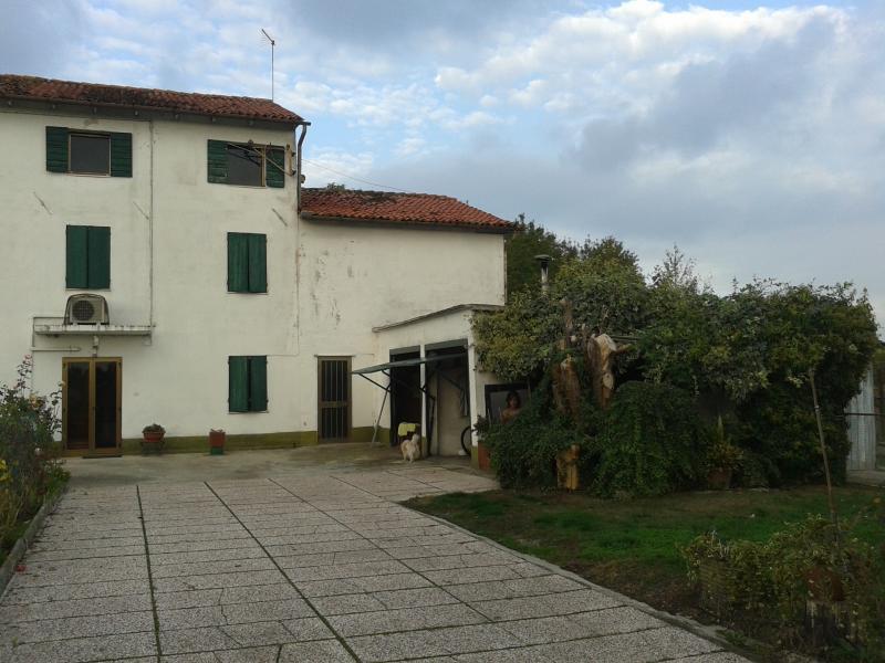 Rustico / Casale in vendita a Villorba, 15 locali, zona Zona: Catena, prezzo € 150.000 | Cambio Casa.it