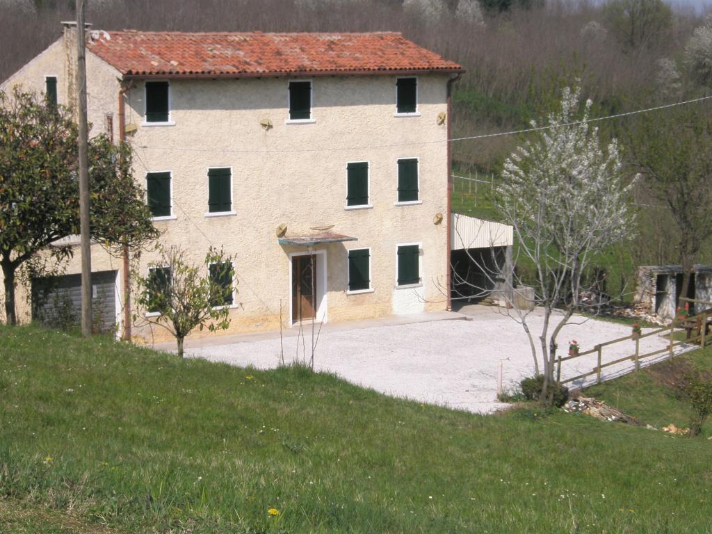 Rustico / Casale in vendita a Nervesa della Battaglia, 10 locali, prezzo € 125.000 | Cambio Casa.it