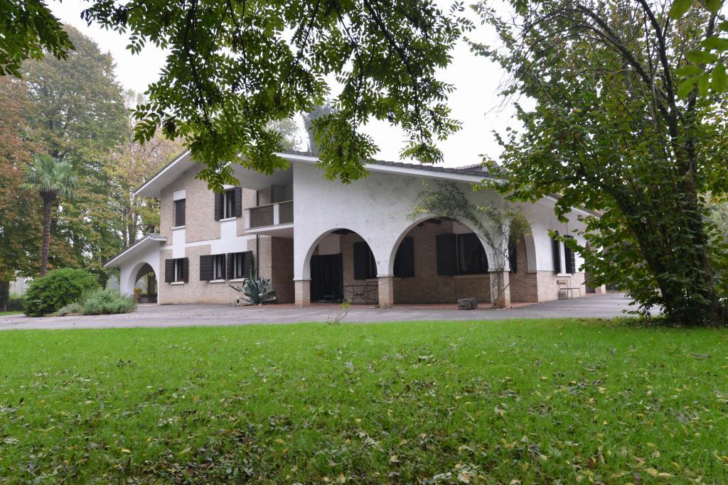 Villa in vendita a Silea, 13 locali, zona Zona: Cendon, prezzo € 700.000 | Cambio Casa.it