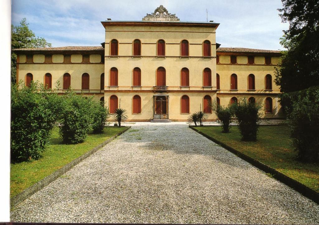 Villa in vendita a Paese, 36 locali, zona Località: Centro, prezzo € 990.000 | Cambio Casa.it