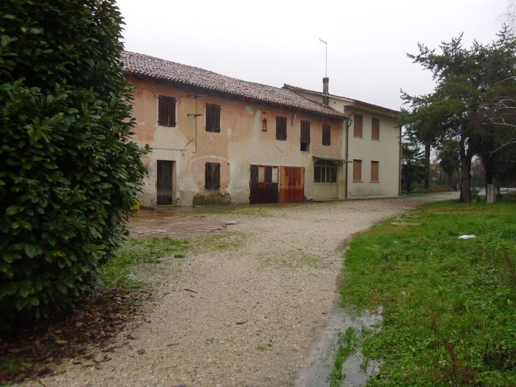 Rustico / Casale in vendita a Villorba, 10 locali, zona Zona: Fontane, prezzo € 550.000 | Cambio Casa.it