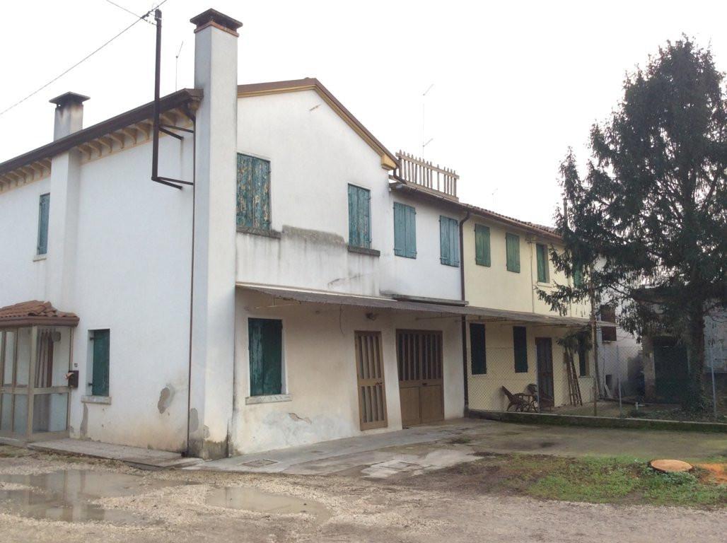 Villa in vendita a Villorba, 8 locali, zona Zona: Villorba, prezzo € 103.000   Cambio Casa.it