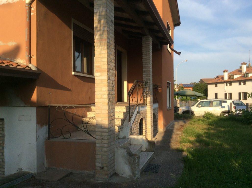 Villa in vendita a Villorba, 7 locali, zona Zona: Fontane, prezzo € 227.000 | Cambio Casa.it