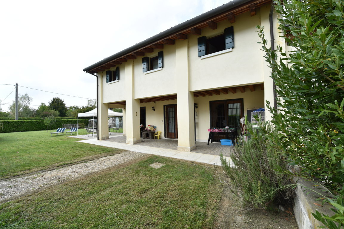 Villa in vendita a Preganziol, 10 locali, zona Località: SetteComuni, prezzo € 270.000 | Cambio Casa.it