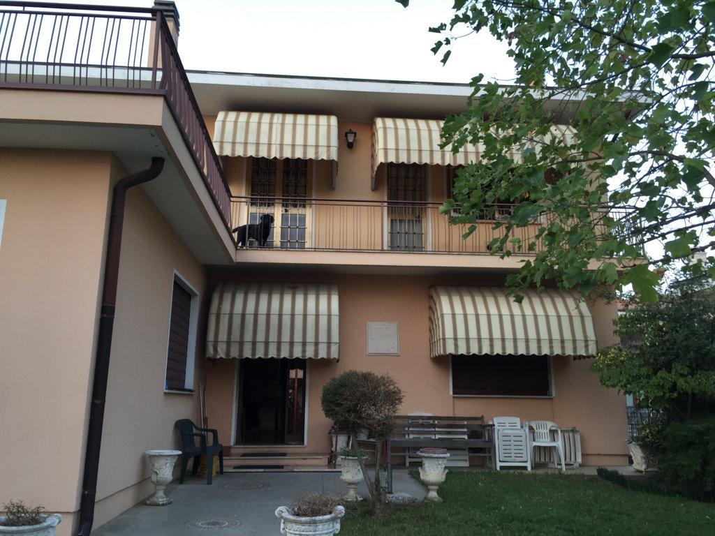 Villa in vendita a Povegliano, 15 locali, zona Località: S.andrà, prezzo € 215.000 | Cambio Casa.it