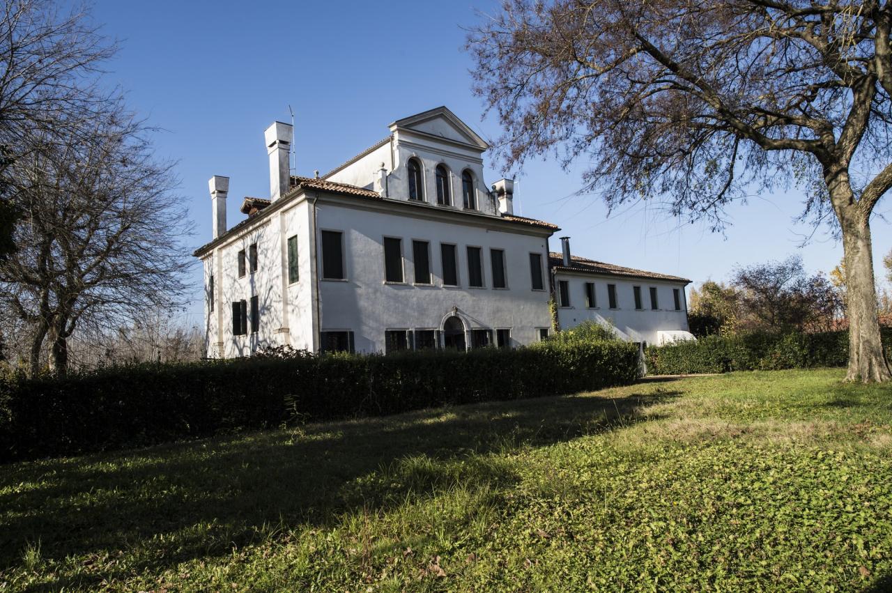 Villa in vendita a Silea, 12 locali, zona Zona: Cendon, Trattative riservate | Cambio Casa.it