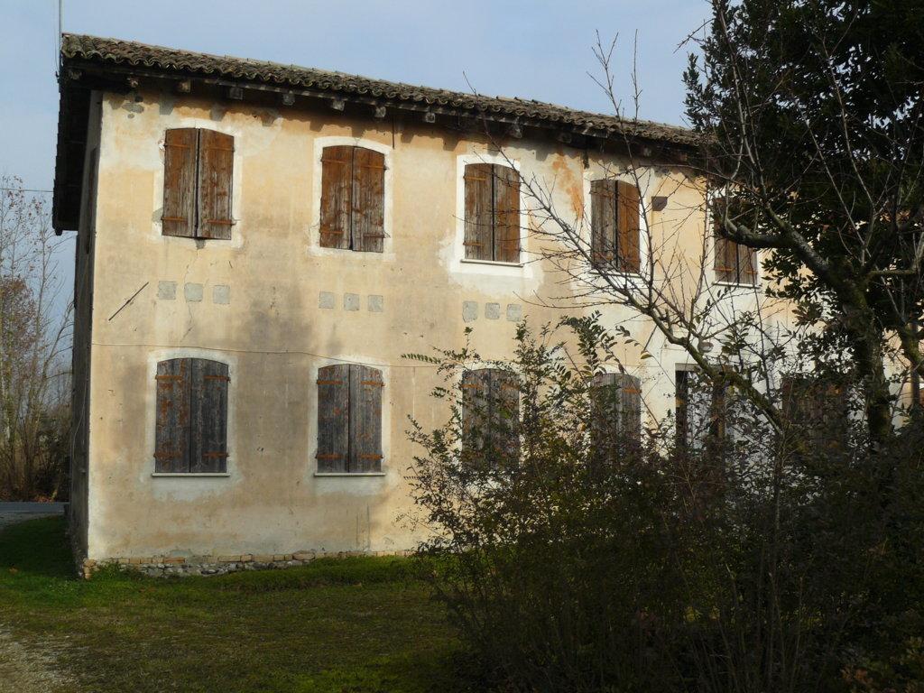 Rustico / Casale in vendita a Maserada sul Piave, 12 locali, zona Zona: Candelù, prezzo € 99.000 | Cambio Casa.it