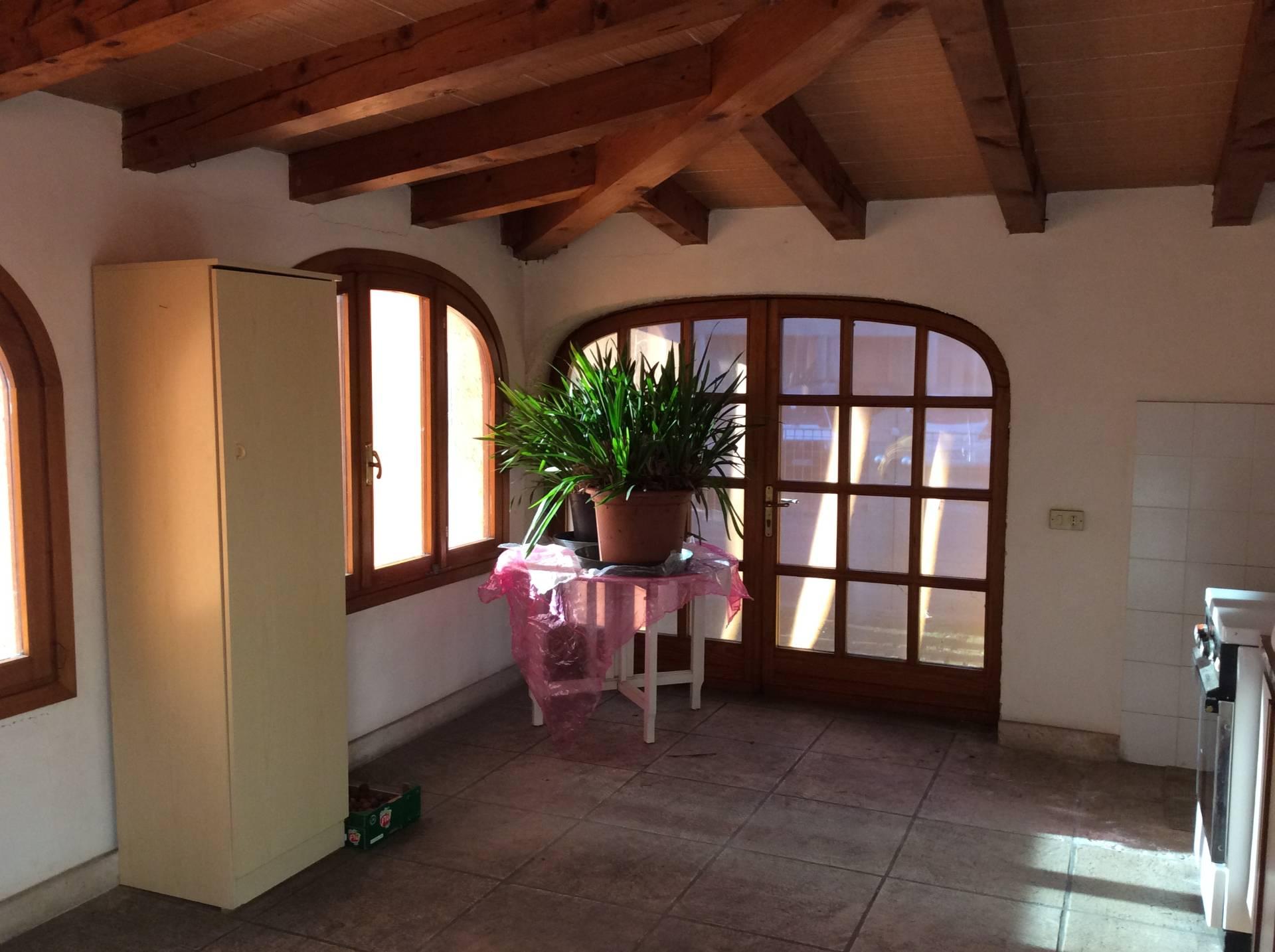 Villa in vendita a Spresiano, 6 locali, zona Località: Centro, prezzo € 200.000 | Cambio Casa.it
