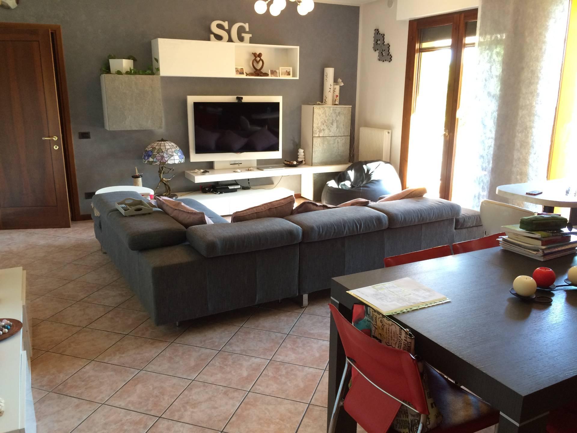 Appartamento in vendita a Spresiano, 5 locali, prezzo € 130.000 | Cambio Casa.it