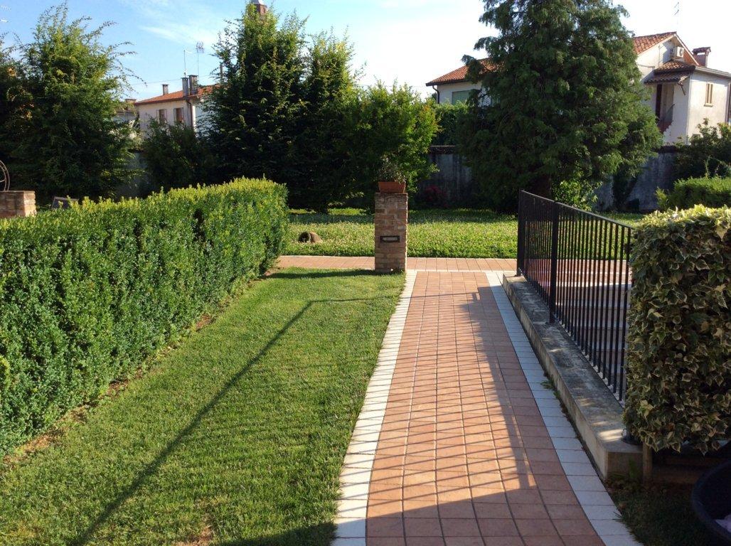 Rustico / Casale in vendita a Maserada sul Piave, 8 locali, zona Località: Maserada, prezzo € 165.000 | Cambio Casa.it