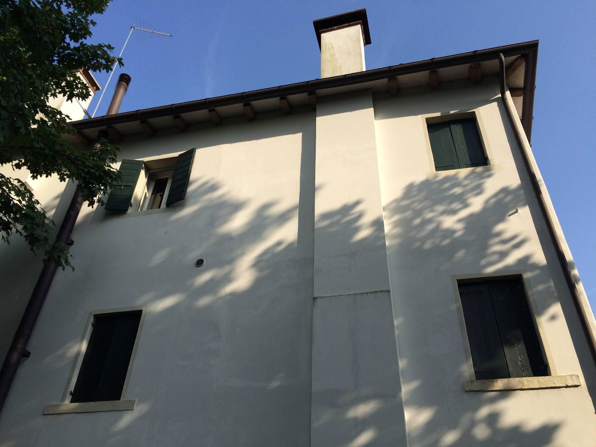 Villa in vendita a Spresiano, 20 locali, zona Località: Centro, prezzo € 450.000 | Cambio Casa.it
