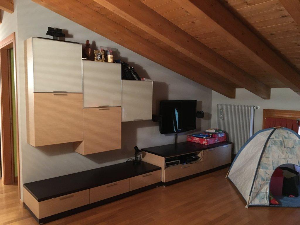 Appartamento in vendita a Spresiano, 8 locali, zona Località: Centro, prezzo € 172.000 | Cambio Casa.it