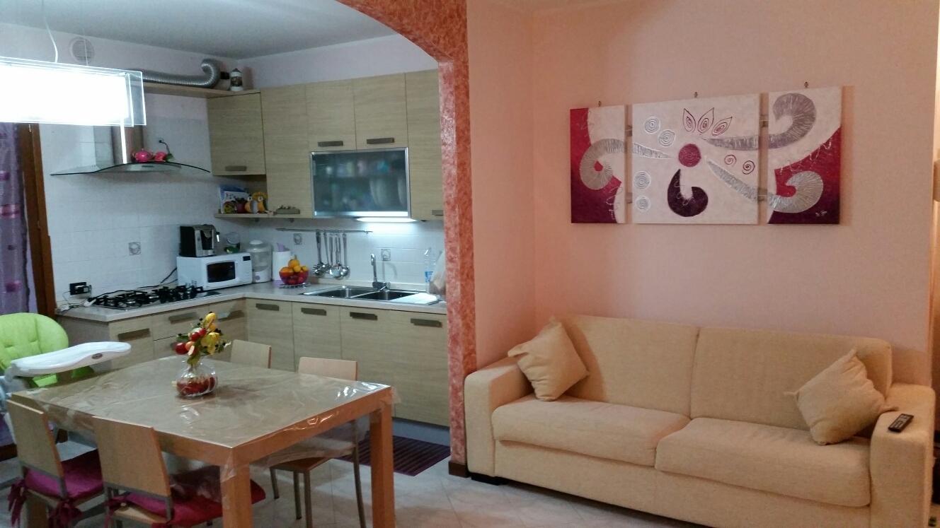 Appartamento in vendita a Ponzano Veneto, 4 locali, zona Località: Paderno, prezzo € 110.000 | Cambio Casa.it