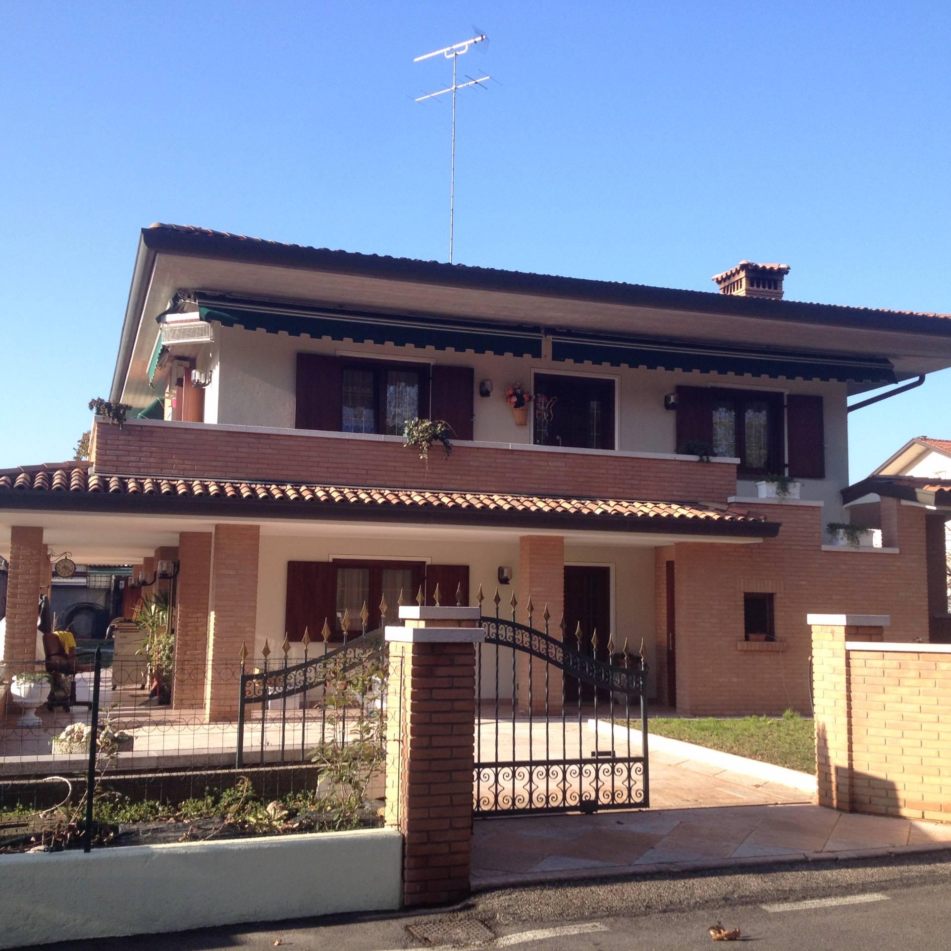 Villa in vendita a Gaiarine, 14 locali, prezzo € 230.000 | Cambio Casa.it
