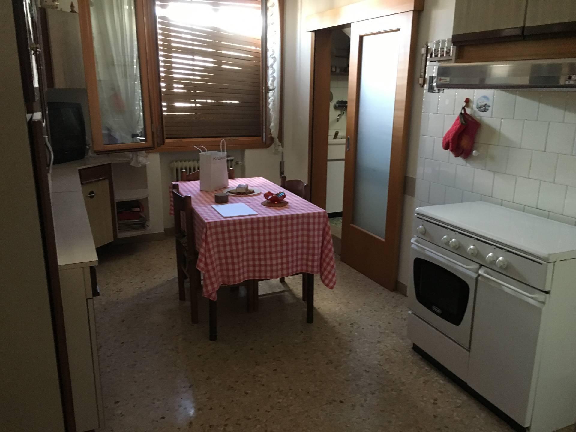 Appartamento in vendita a Silea, 5 locali, zona Zona: Lanzago, prezzo € 110.000 | Cambio Casa.it