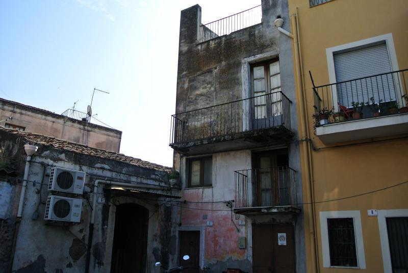 Soluzione Indipendente in vendita a Catania, 5 locali, zona Località: Zonacentro, prezzo € 58.000 | Cambio Casa.it