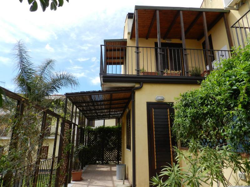 Appartamento in vendita a Acireale, 3 locali, zona Località: Pozzillo, prezzo € 120.000   CambioCasa.it