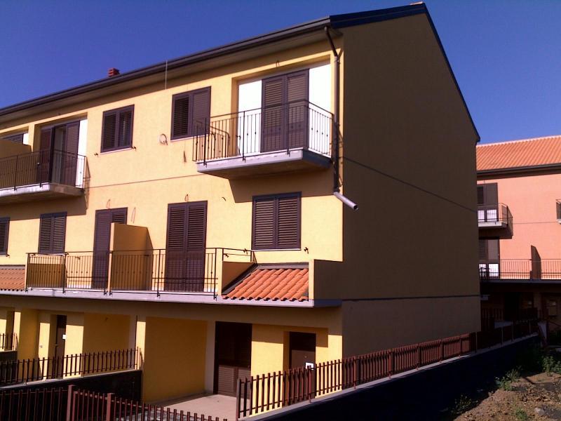 Villa a Schiera in affitto a Mascalucia, 6 locali, zona Località: Massanunziata, prezzo € 800 | Cambio Casa.it