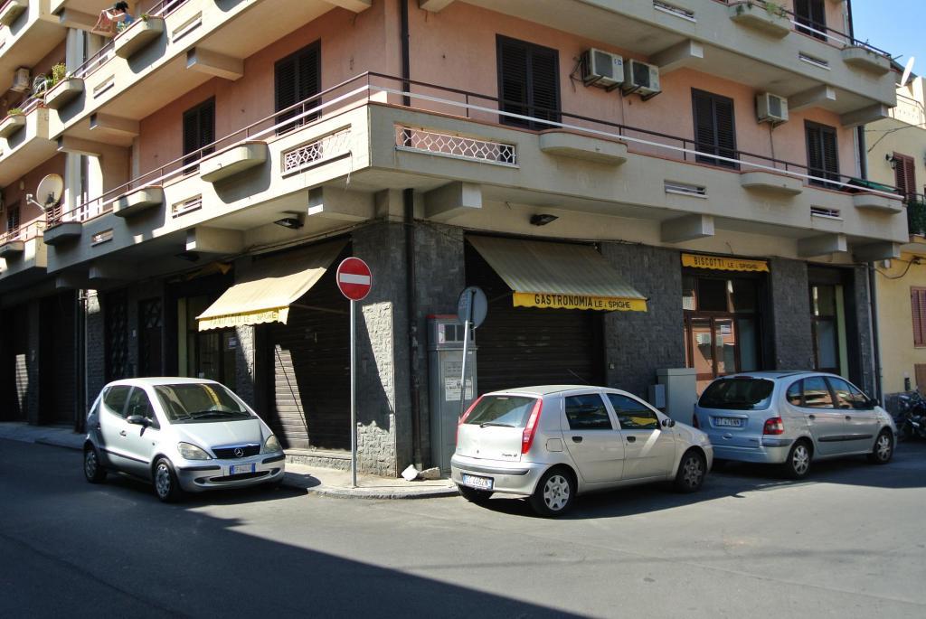 Negozio / Locale in affitto a Catania, 9999 locali, zona Località: Ognina, prezzo € 800 | CambioCasa.it