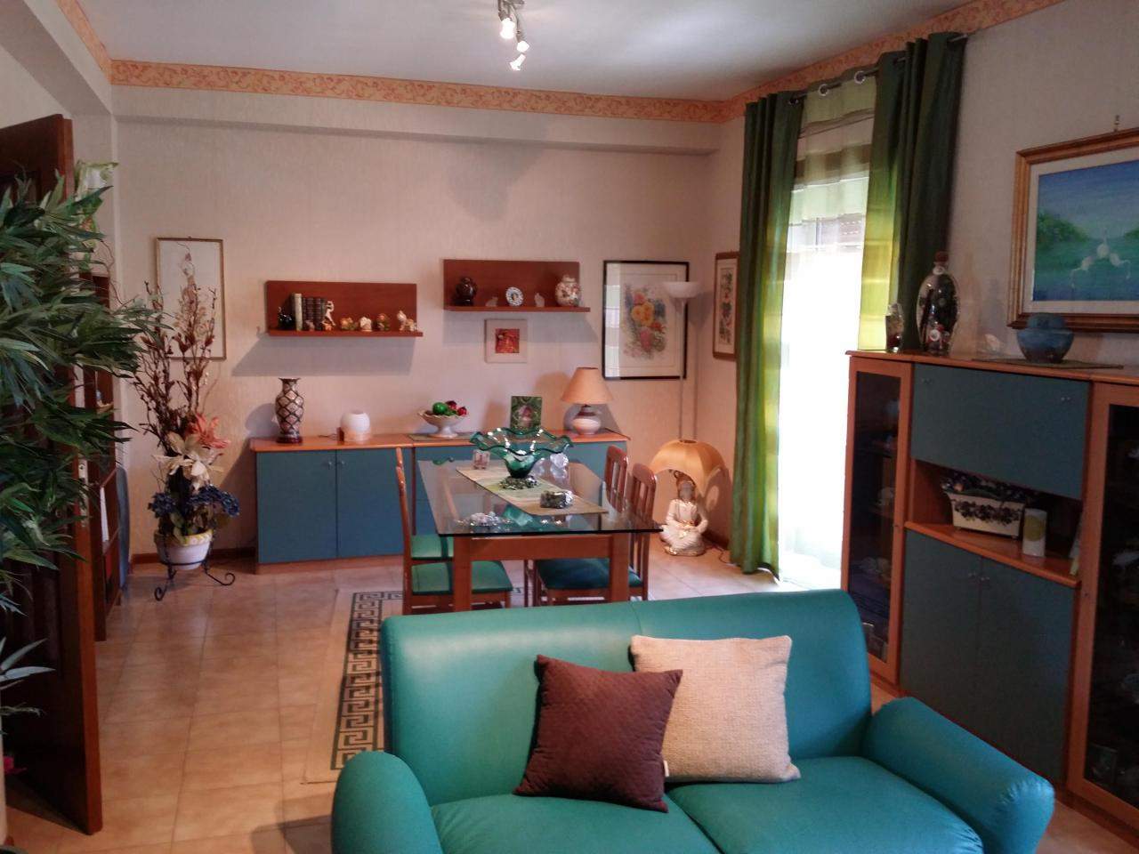 Appartamento in vendita a Belpasso, 4 locali, prezzo € 100.000 | Cambio Casa.it