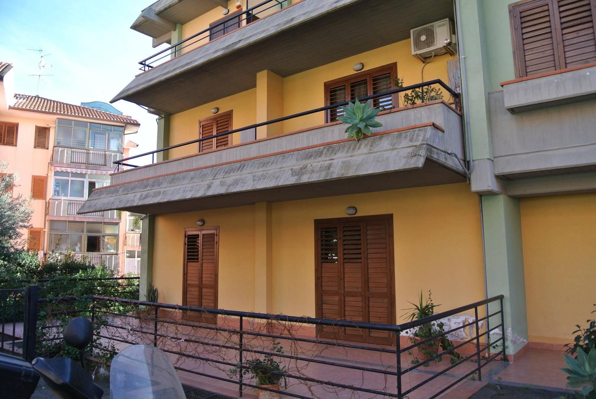 Appartamento in vendita a Aci Castello, 5 locali, zona Zona: Ficarazzi, prezzo € 249.000 | Cambio Casa.it