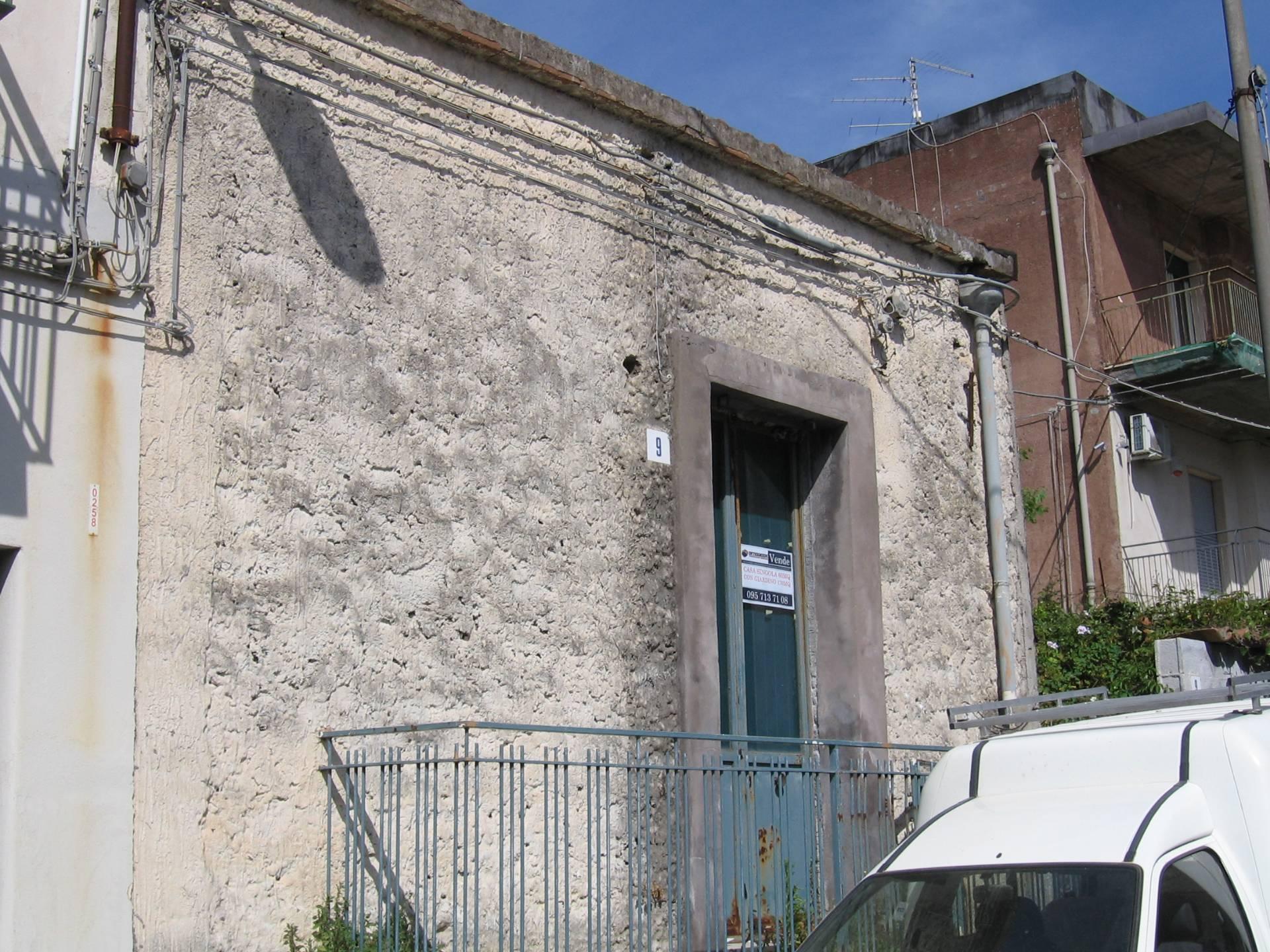 Bilocale Valverde Via Portiere 2