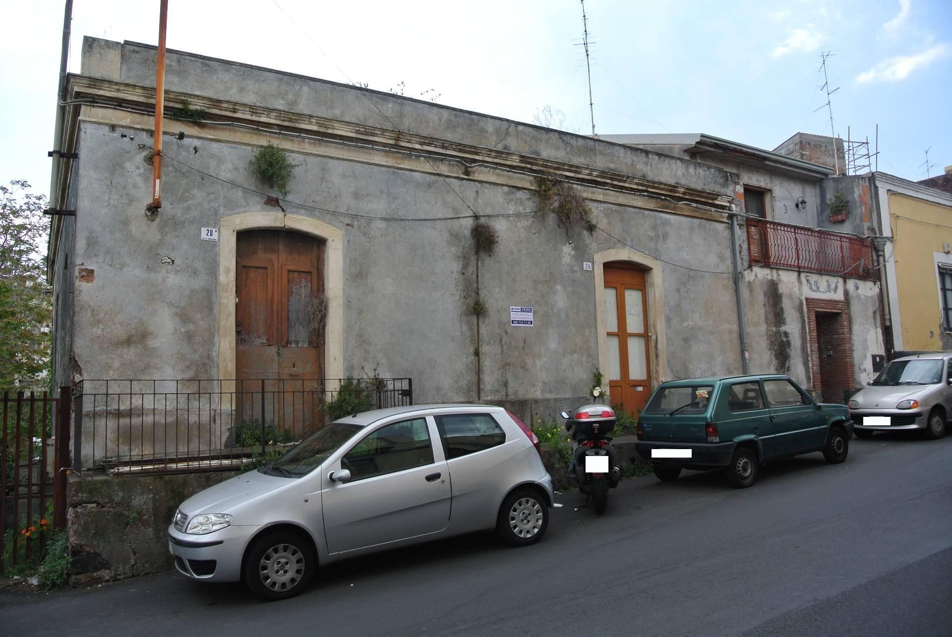 Soluzione Indipendente in vendita a Catania, 10 locali, zona Località: Barriera, prezzo € 149.000 | Cambio Casa.it