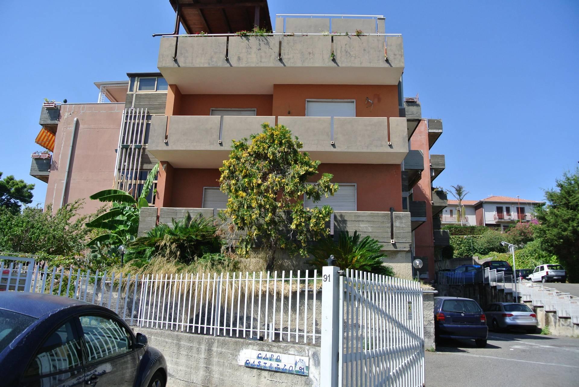 Appartamento in affitto a Aci Castello, 2 locali, zona Zona: Ficarazzi, prezzo € 500 | CambioCasa.it