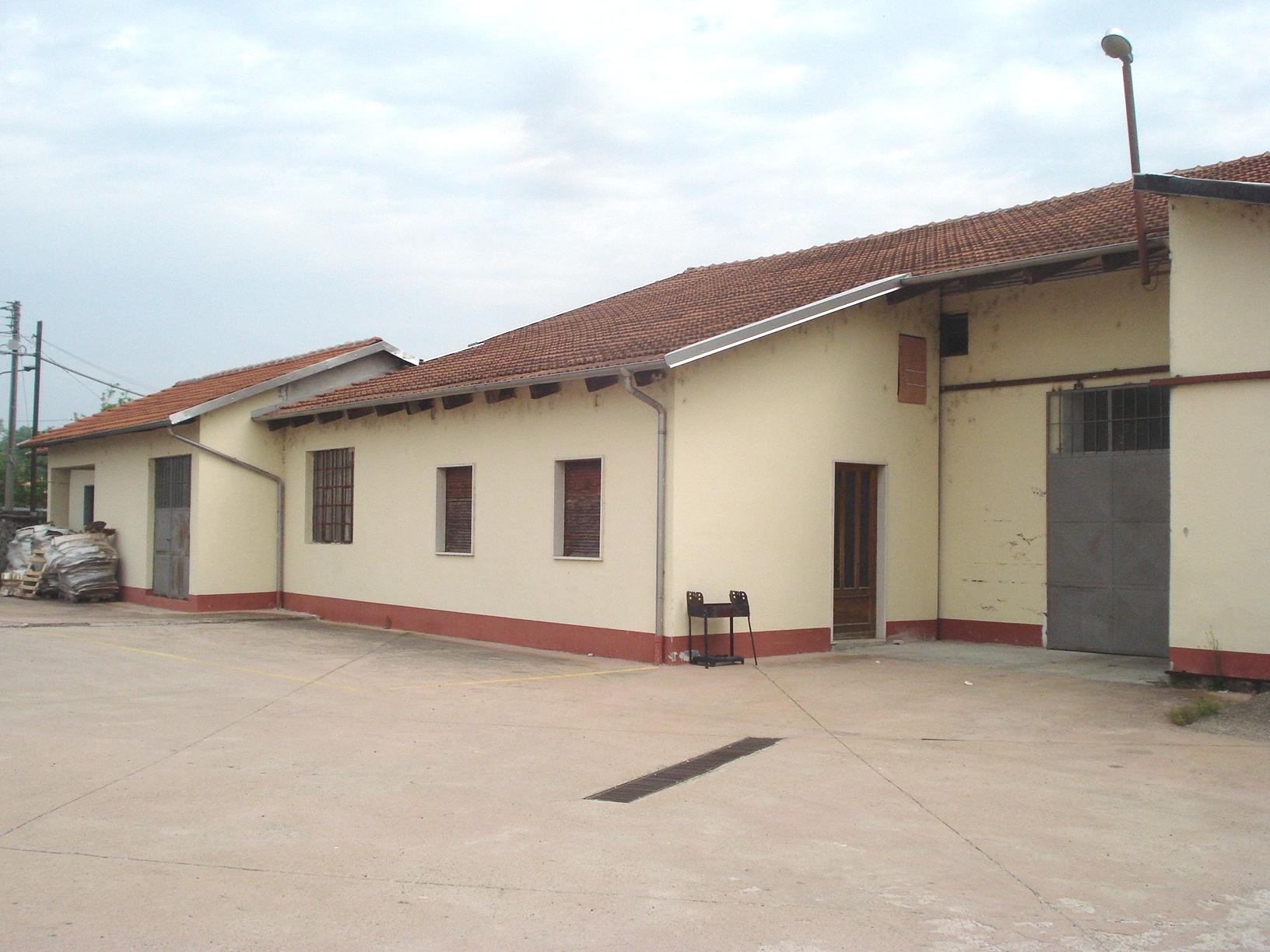 Magazzino in affitto a Santhià, 9999 locali, prezzo € 400 | Cambio Casa.it