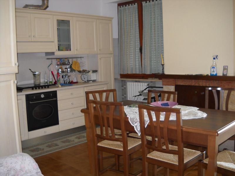 Appartamento in affitto a Mogliano, 8 locali, zona Località: zonamacina, prezzo € 450 | Cambio Casa.it