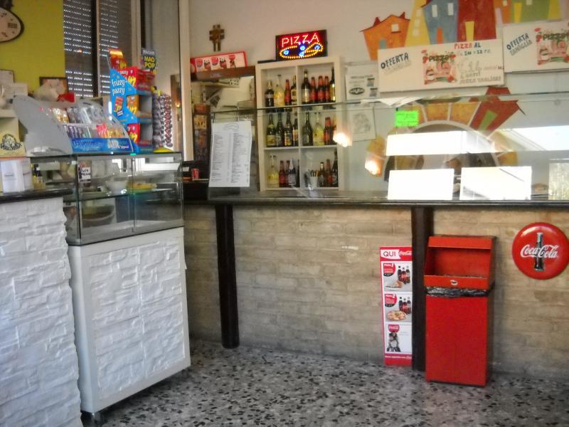 Attività / Licenza in Vendita a Macerata