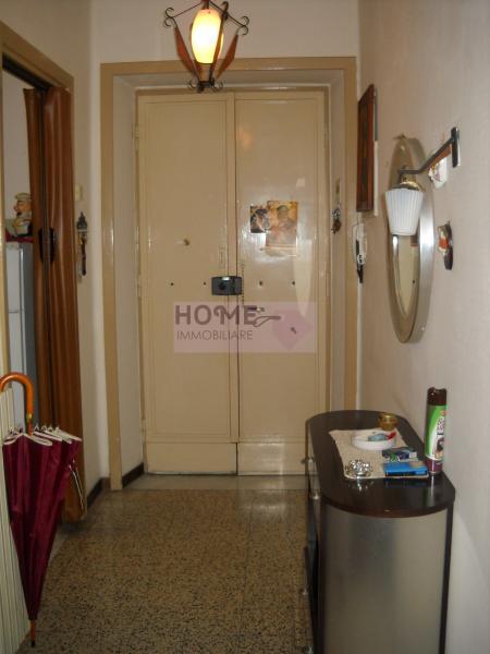 Appartamento in vendita a Macerata, 5 locali, zona Zona: Semicentrale, prezzo € 80.000 | CambioCasa.it