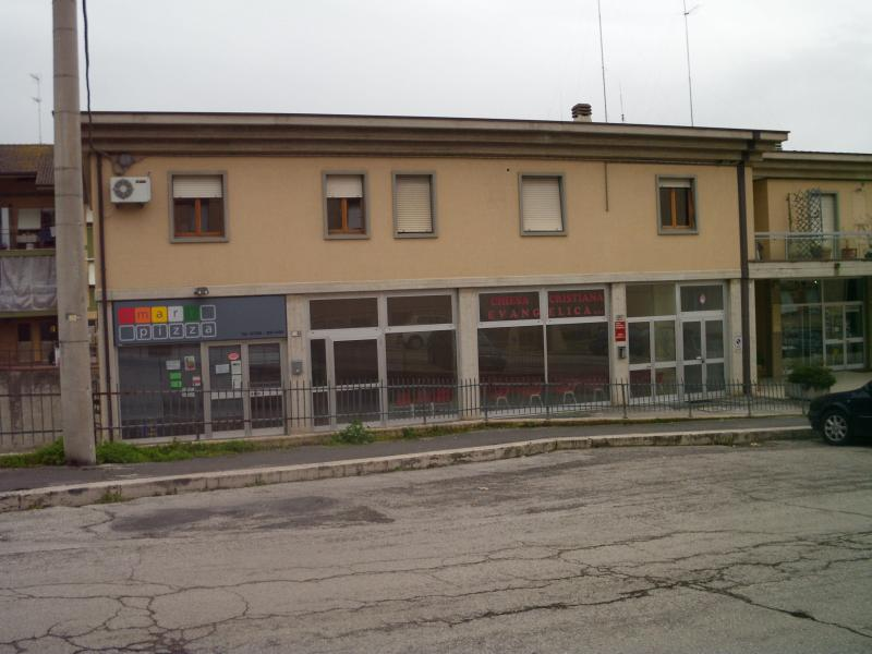 Negozio / Locale in vendita a Macerata, 9999 locali, zona Zona: Semicentrale, prezzo € 135.000 | CambioCasa.it