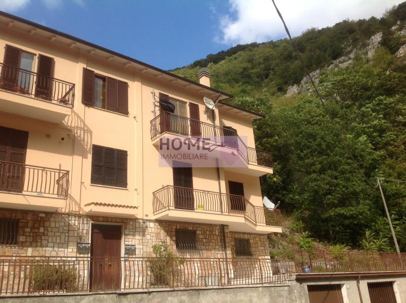 Appartamento in vendita a Pioraco, 7 locali, prezzo € 132.000 | Cambio Casa.it