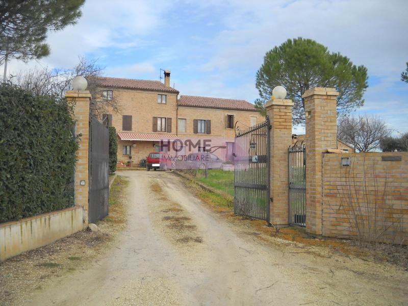 Soluzione Indipendente in vendita a Treia, 10 locali, zona Località: contradaPiangiano, prezzo € 700.000 | Cambio Casa.it