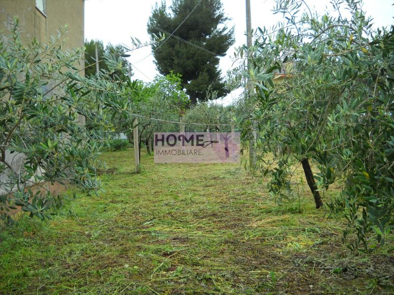 Soluzione Indipendente in vendita a Montecassiano, 7 locali, zona Località: semi-centrale, prezzo € 180.000 | CambioCasa.it