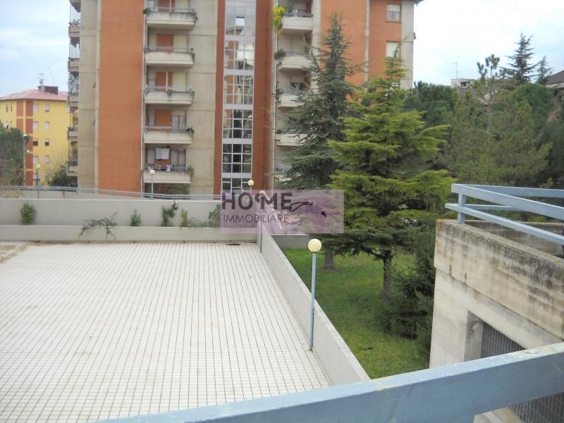 Appartamento in vendita a Macerata, 8 locali, zona Località: zonaSanFrancesco, prezzo € 190.000 | Cambio Casa.it