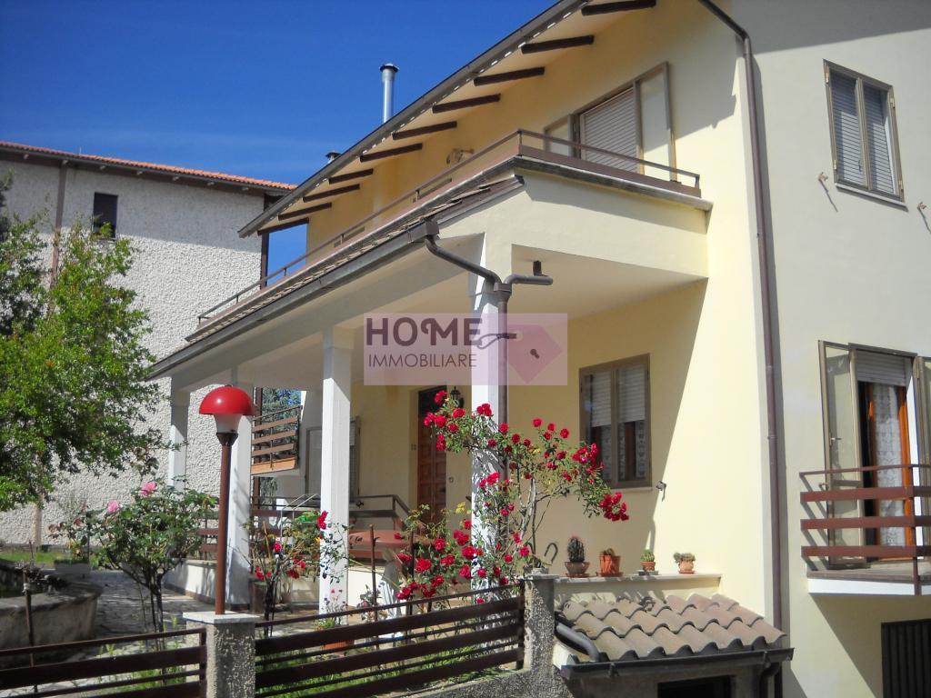 Appartamento in vendita a Urbisaglia, 9 locali, zona Zona: Illuminati, prezzo € 240.000 | Cambio Casa.it