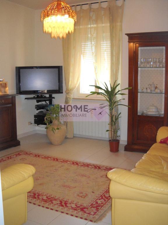 Appartamento in vendita a Macerata, 6 locali, zona Zona: Semicentrale, prezzo € 85.000 | Cambio Casa.it