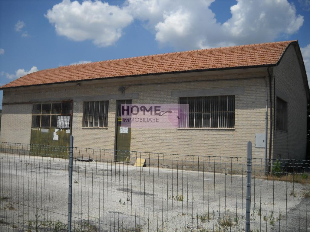 Capannone in vendita a Corridonia, 9999 locali, zona Località: ZonaIndustriale, Trattative riservate | Cambio Casa.it